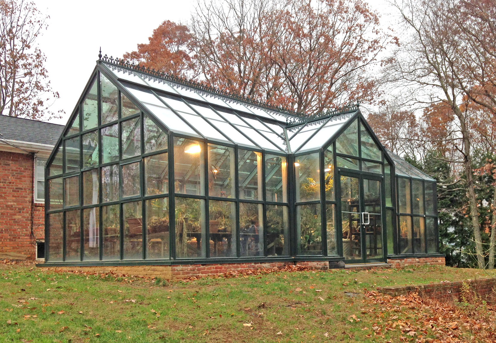 The geneva greenhouse systems photo gallery for Green home building kits